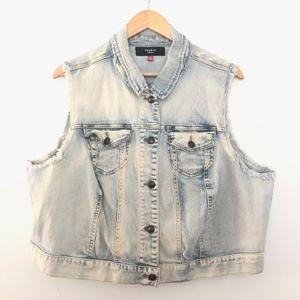 Torrid Sleeveless Light Wash Denim Vest Size 3